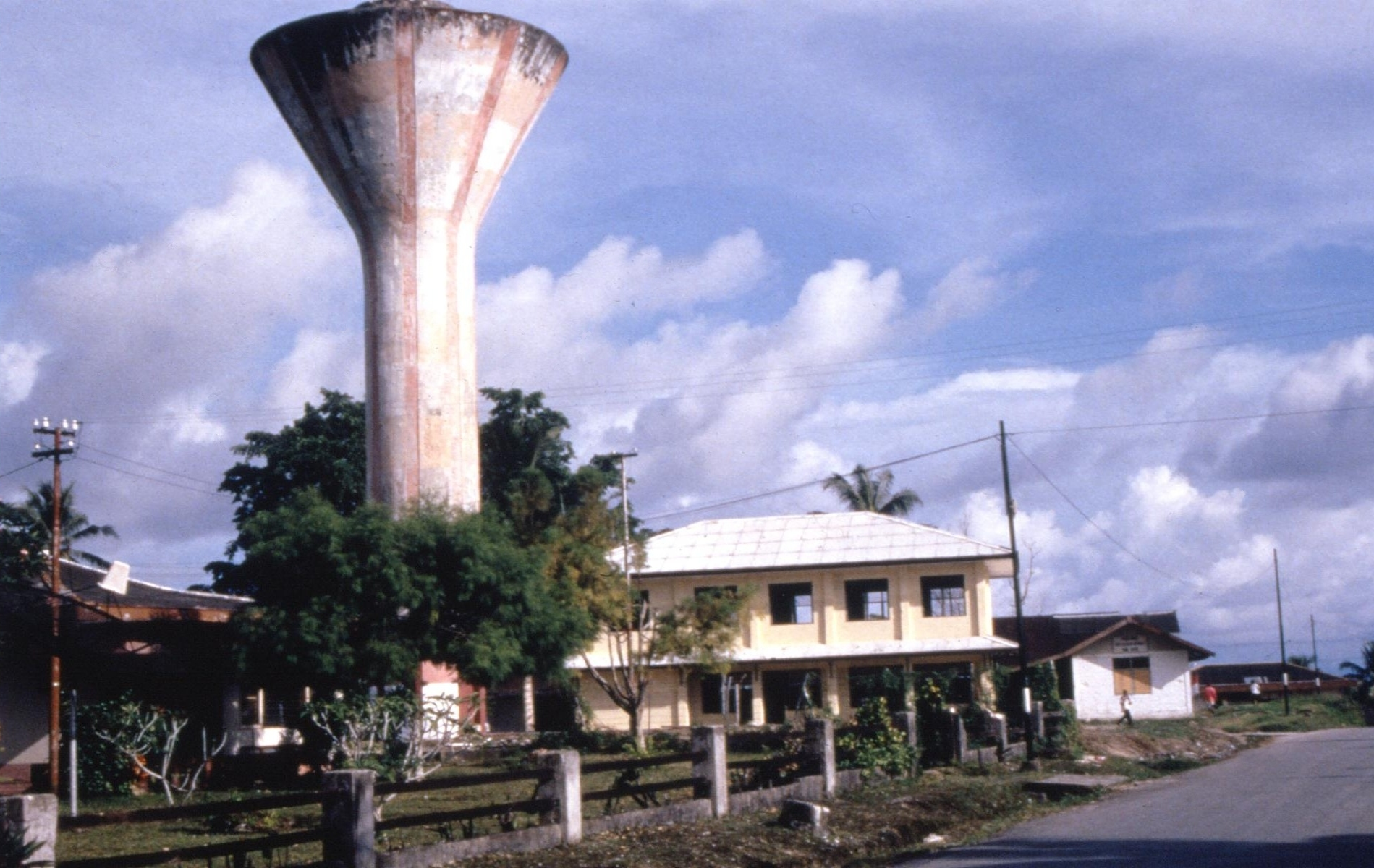 Andrew_Kilvert_WP_photos_1999-2000_water_tower2