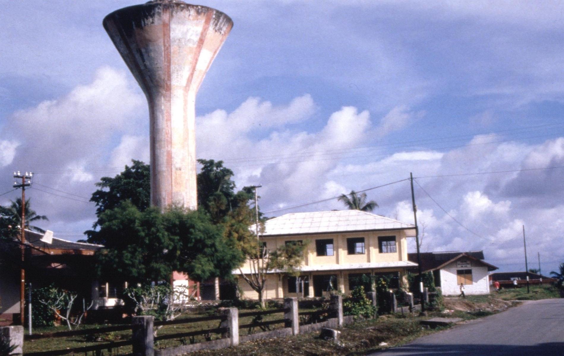 Andrew_Kilvert_WP_photos_1999-2000_water_tower2